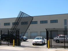 image of vertical pivot lift gate